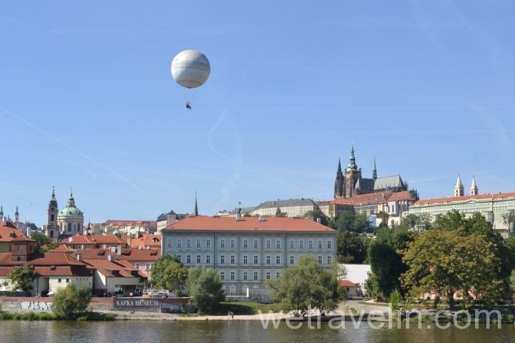 вид на другой берег Праги