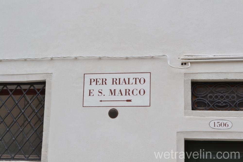 указатели в венеции