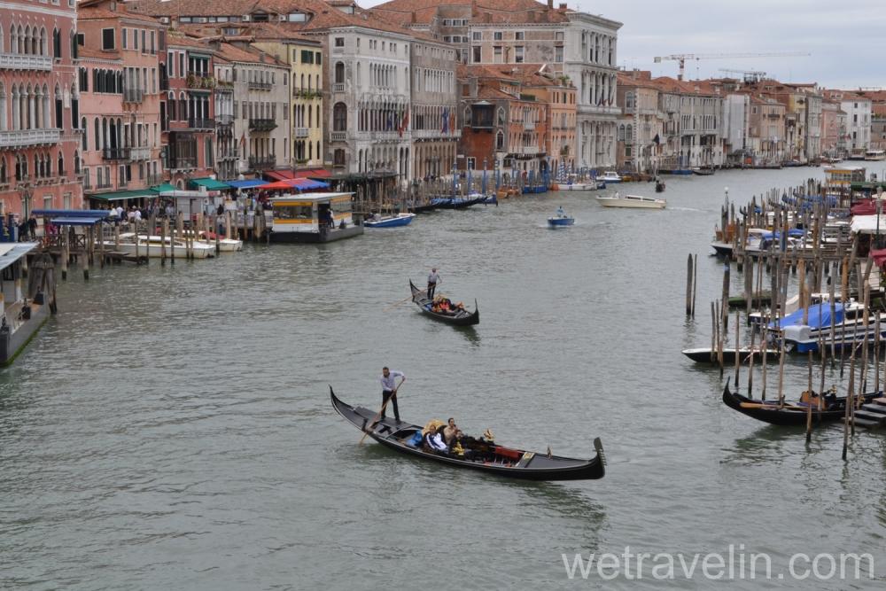 гондола на гранд канале Венеции