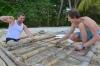 строим плот на острове Тан